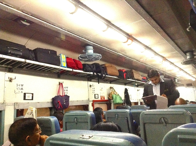 Train Jaipur to Udaipur Full Luggage Racks